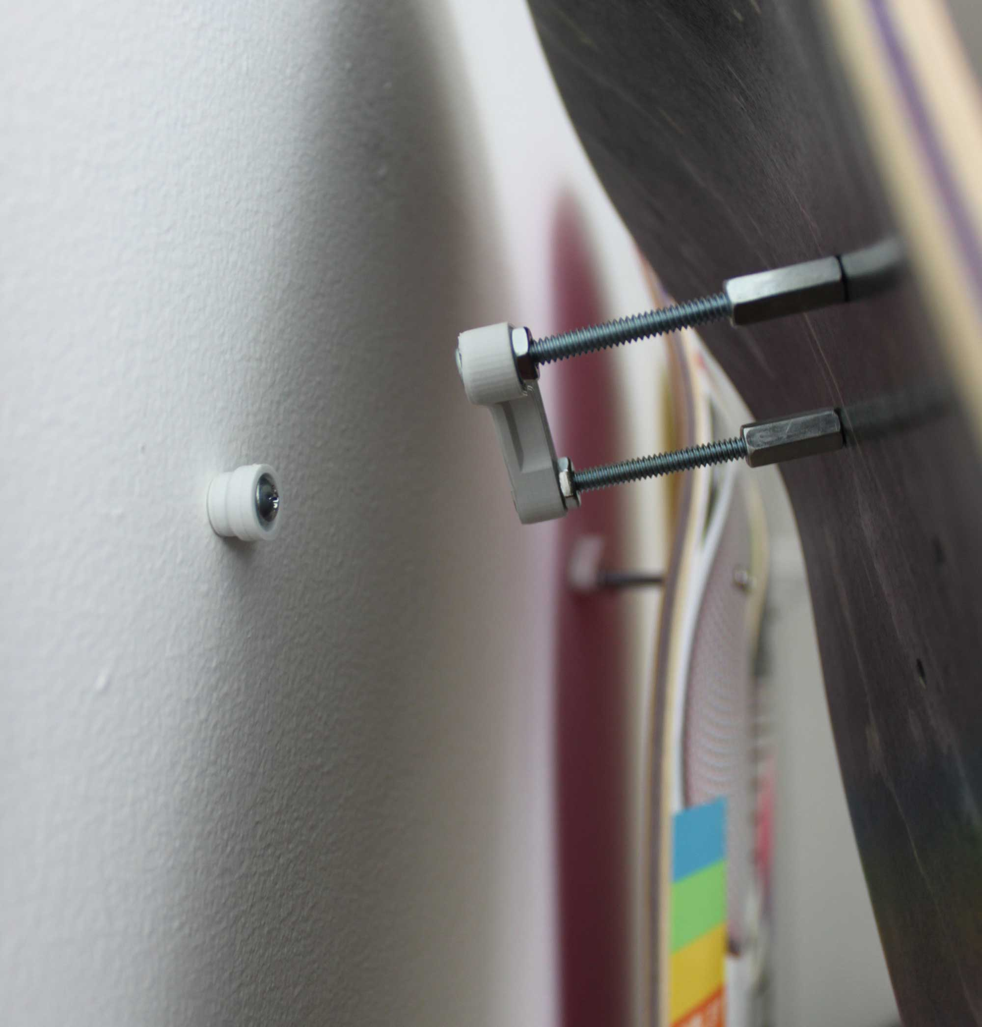 skateboard-deck-wall-mounting-system-3d-printed-hanger-art-screw-hardware